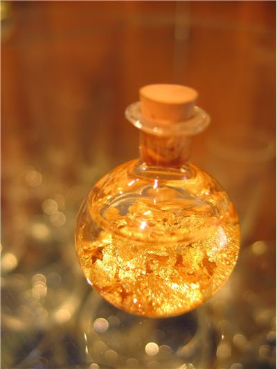 Picture Of Gold Perfume